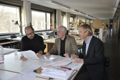 Jury meeting: Prof. Peter Fattinger from TU Vienna, Prof. Peter Cheret, Chair of the Foundation Council, from Stuttgart University and Uwe Koos, Chairman of the Foundation's Board, examined submis-sions for the 2017 summer school competition (from left to right). Photo: Sto Foundation